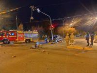 Rada Tilly: Una conductora chocó contra un semáforo