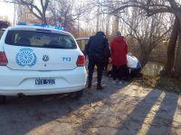 Policía rescató a una mujer que había caído al río Chubut