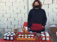 Productores y artesanos de la agricultura familiar exponen y venden en barrio Juan XXIII