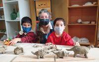 Dinopatagonia, esculturas de dinosaurios hechas por chicos y chicas durante la pandemia