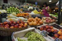 Verduras y frutas encabezaron las subas, la leche se disparó 8,1% y la harina, 6,1%