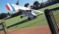Accidentado y arriesgado aterrizaje de emergencia en el club Pucará