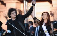 """Cristina Kirchner se sumó a los saludos a Charly García y publicó un video de su juventud bailando """"Rasguña las piedras"""""""