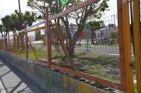 Solicitan que se repare el cerco de la plaza Batucada Comodorense