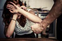 Ahorcó a su pareja hasta dejarla inconsciente